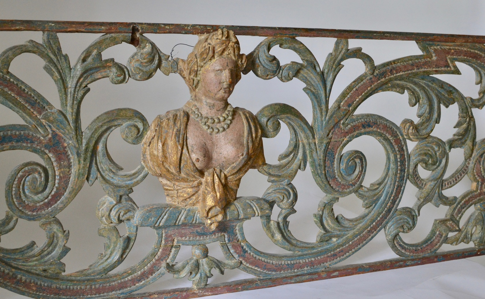 A Baroque Painted and Woodcarved Overdoor Piece.18th Century - Image privacy
