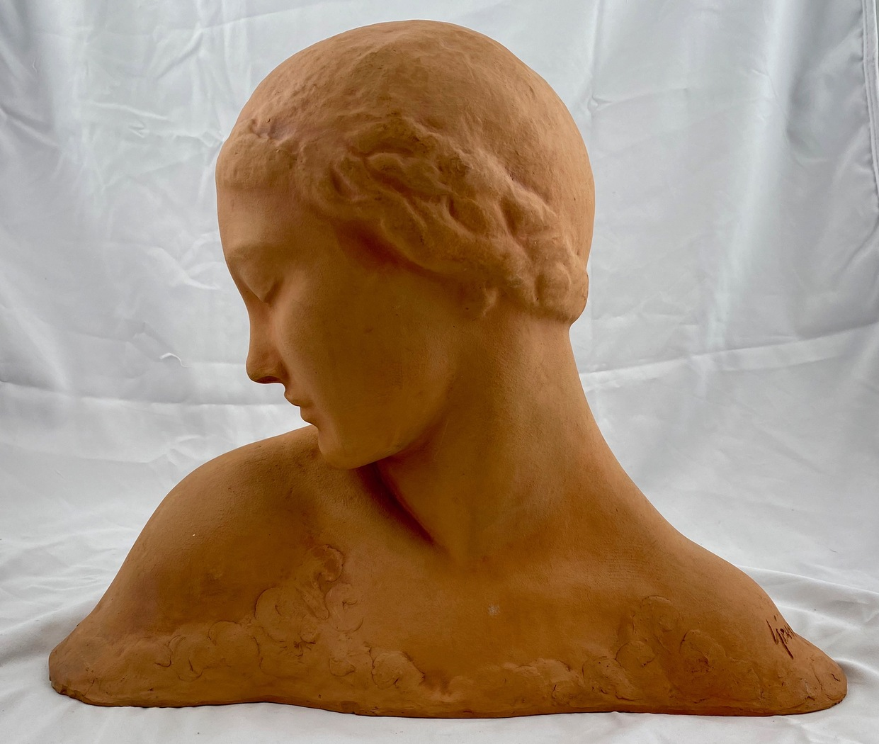 Amedeo Gennarelli (1881-1943). Bust of woman signed Gennarelli - Image 1