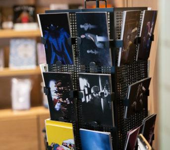 Postkort med ulike framsyningsfoto.