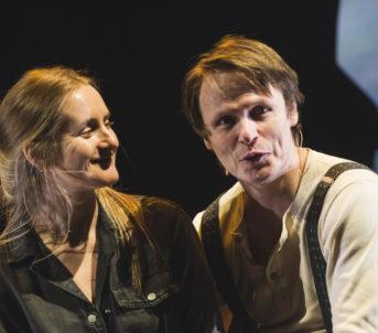 Sara Fellman som Gjertine og Bjørnar Lisether Teigen som Ole Salmakar.