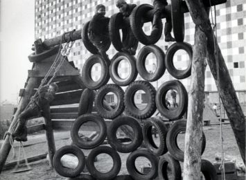 Barn som leiker. Foto: OBOS