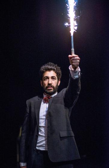 Kadir Talabani (uteksaminert 2015) som tittelrolla i studentproduksjonen Platonov.