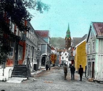 Handkolorert bilde frå Molde, ca. 1890. Foto: Kirkhorn/Romsdalsmuseets fotoarkiv