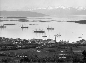 Molde by sett frå nord, ca. 1900. Foto: Kirkhorn/ Romsdalsm,useets fotoarkiv.