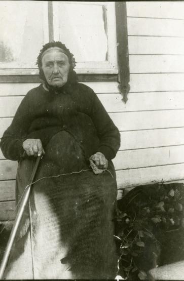 Serianna Eriksdatter Nesje, f. Hoem (1841-1923). oto: Inger K. Strand/Romsdalsmuseets fotoarkiv.