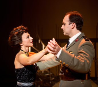 Fra musikalen Evita kor Jon spelte rolla som Péron. Evita vart spela av Heidi Gjermundsen Broch.