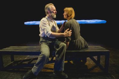 Heidi Gjermundsen Broch og Jon Bleiklie Devik. I denne framsyninga spelar dei ekteparet Sirianna og Knut Nesje.