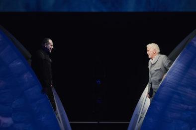 Peers samtalar med Knappestøyparen rammar inn denne versjonen av Ibsens drama. Foto: Stig-Håvard Dirdal.