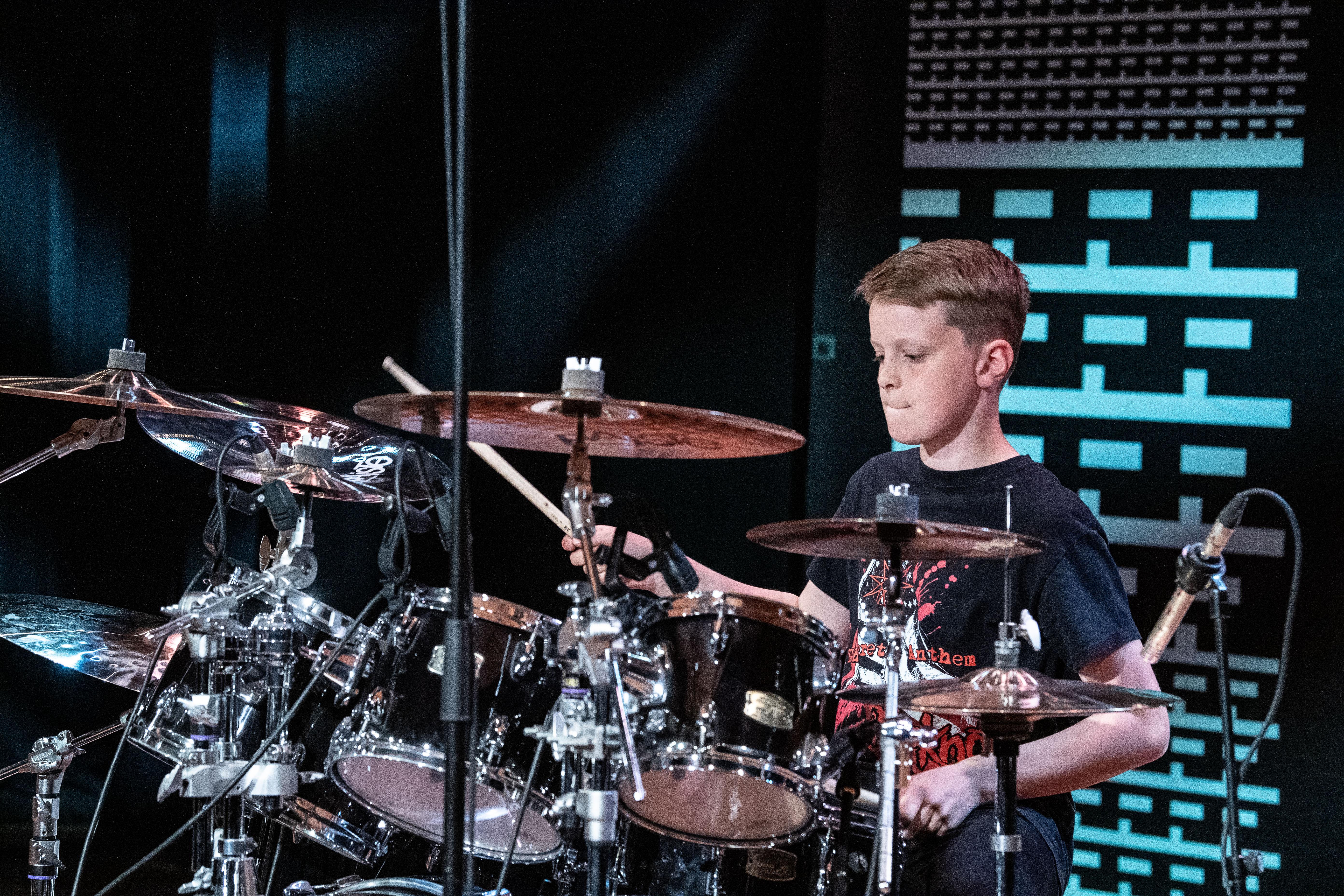 Trommevideoen til Johannes (13) ble plukket opp av Metallica