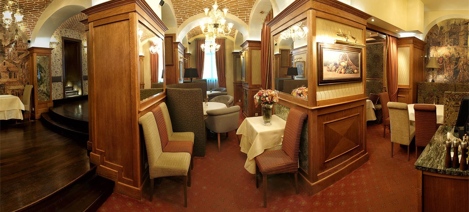 Valentino restaurant. 2