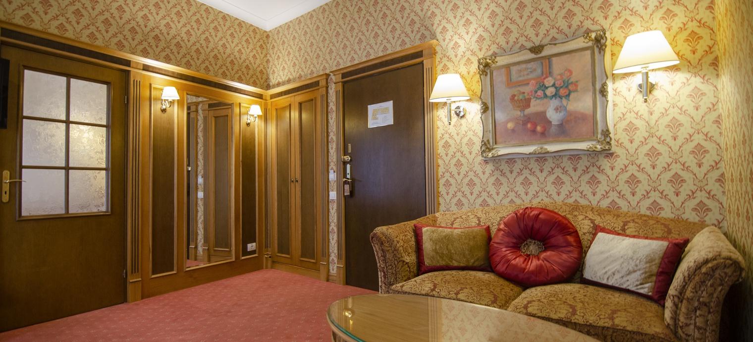 Luxury Suite. 4