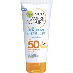 Garnier - Ambre Solaire - Kids Sensitive Adv. Easy Peasy Wet Skin Sunlotion 150 ml - SPF50