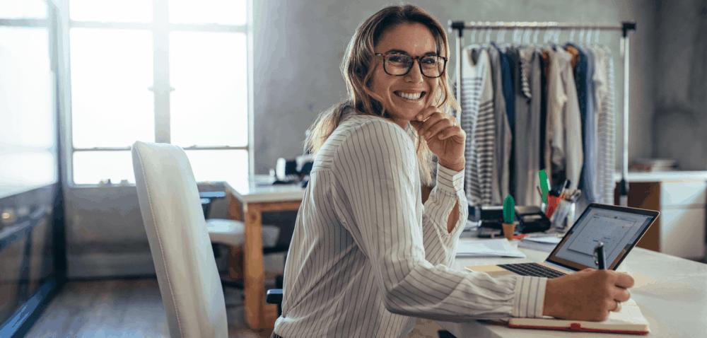 Kvinnlig e-handlare