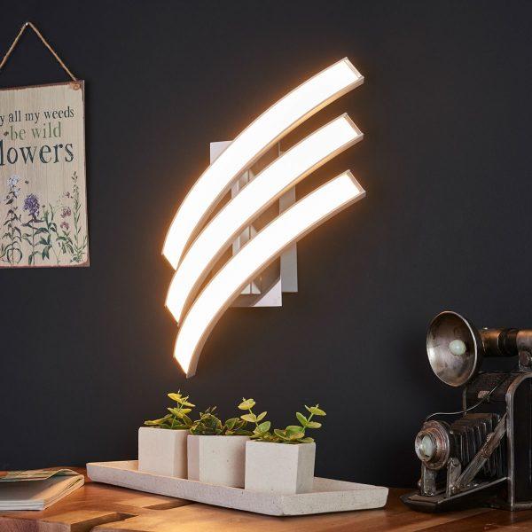 Kolmilamppuinen LED-seinävalaisin Largo