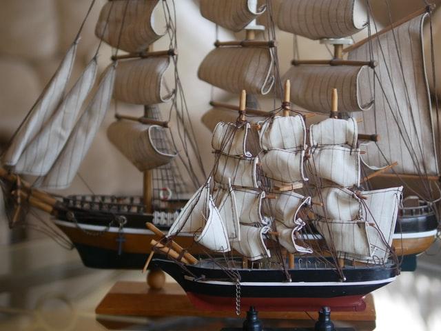 Veneilyaiheiset sisustusesineet sopivat veneeseen.
