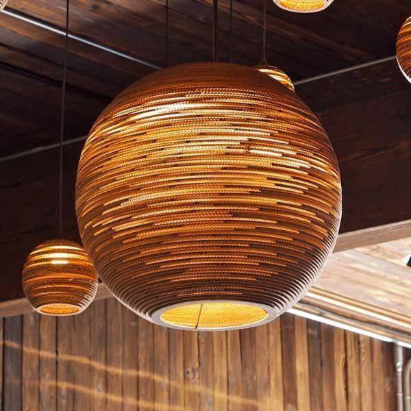 Ball - pyöreä kartonkiriippuvalaisin, 45 cm